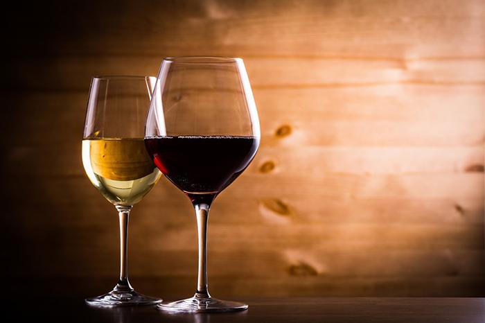 グラスに注がれたワイン